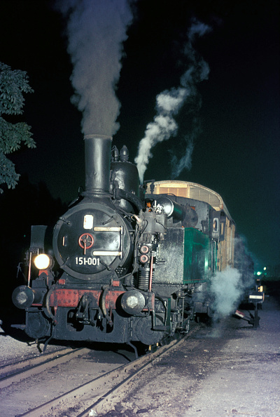 Responsibility「Maribor Studenci station on Tuesday 15th August 1972 found Yugoslav Railway's 151 Class 0-6-0T on shunting duties.」:写真・画像(2)[壁紙.com]