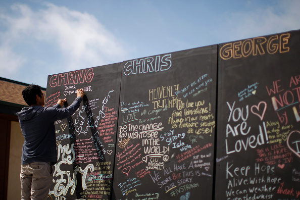 David McNew「UCSB Holds Memorial Service For Shooting Victims At Harder Stadium」:写真・画像(13)[壁紙.com]