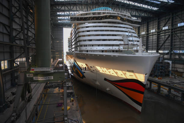 AIDAnova, World's First Liquiefied Gas (LNG)-Powered Cruise Ship, Leaves Dock:ニュース(壁紙.com)