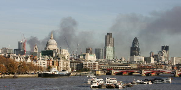 Tourboat「Thick Black Smoke Over London Skyline」:写真・画像(13)[壁紙.com]