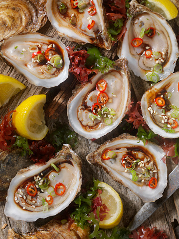 Chili Sauce「Asian Inspired Raw Oysters with Soy, Peppers and Hot Sauce」:スマホ壁紙(14)