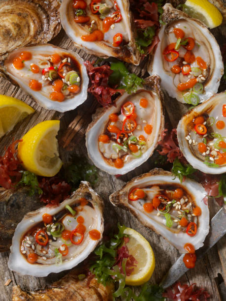 Asian Inspired Raw Oysters with Soy, Peppers and Hot Sauce:スマホ壁紙(壁紙.com)