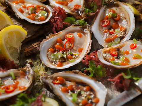 Chili Sauce「Asian Inspired Raw Oysters with Soy, Peppers and Hot Sauce」:スマホ壁紙(12)