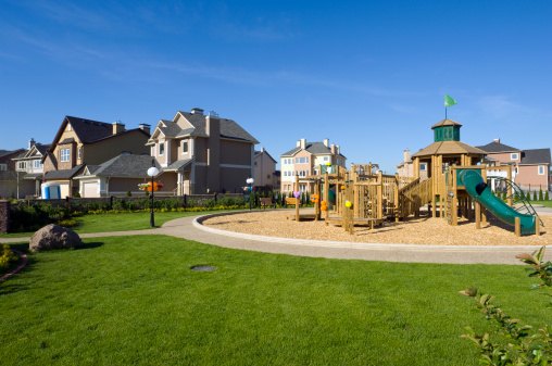 Front or Back Yard「Several suburban houses with wooden playground」:スマホ壁紙(16)
