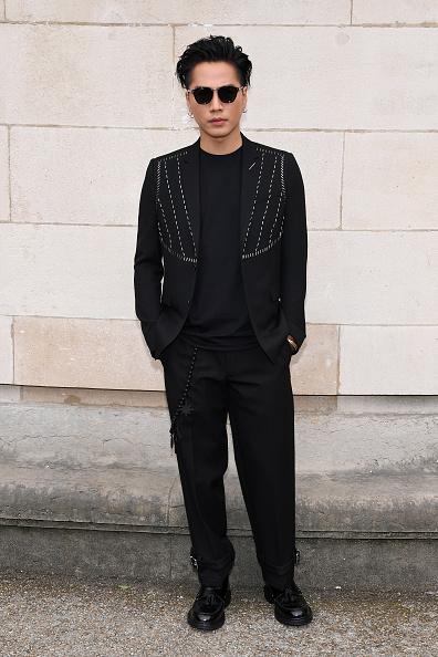 ディオール オム「Dior Homme : Front Row  - Paris Fashion Week - Menswear Spring/Summer 2018」:写真・画像(0)[壁紙.com]