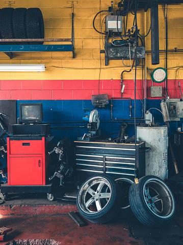 Real Life「Auto Mechanic Shop Interior」:スマホ壁紙(7)