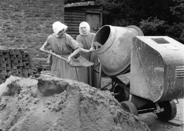 Cement「Shovelling Nuns」:写真・画像(13)[壁紙.com]