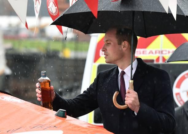 Pouring「Prince William Visits Belfast」:写真・画像(17)[壁紙.com]