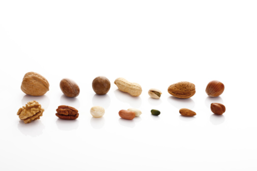 Pecan「Row of various nuts on white background」:スマホ壁紙(6)