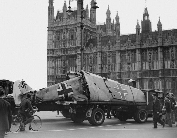 Parliament Building「Crashed Aircraft」:写真・画像(3)[壁紙.com]