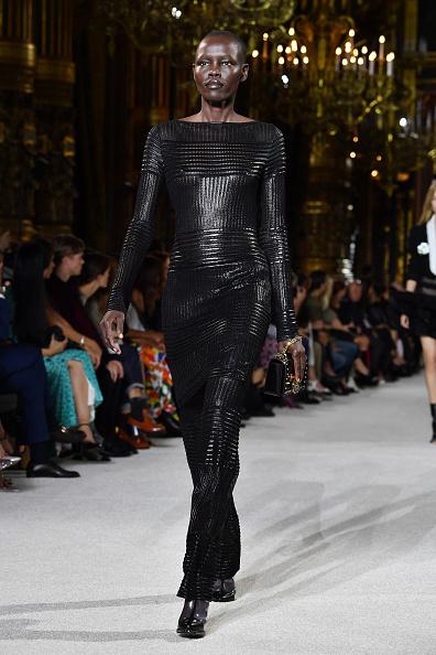 黒「Balmain : Runway - Paris  Fashion Week Womenswear Spring/Summer 2018」:写真・画像(8)[壁紙.com]