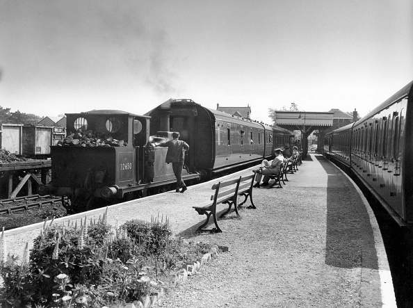 Bench「A Stroudley Terrier on the Hayling Island branch of the former LB&SCR on 24th May 1961 at the head of the 2.57 to Havant.」:写真・画像(0)[壁紙.com]