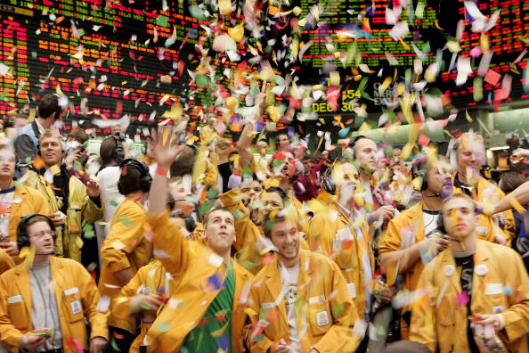 Trader「Confetti Marks End Of Trading Year At Mercantile Exchange」:写真・画像(19)[壁紙.com]