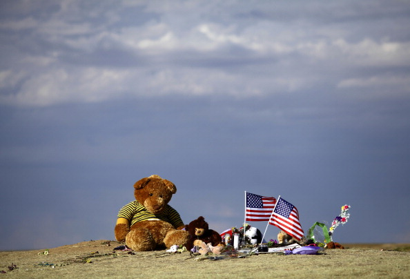 Mass Shooting「Denver Area Community Continues To Mourn In Wake Of Movie Theater Killings」:写真・画像(19)[壁紙.com]