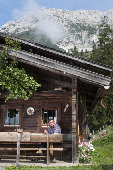 Ellmau「Hans Sigl At The Filming Location Of 'Der Bergdoktor'」:写真・画像(18)[壁紙.com]