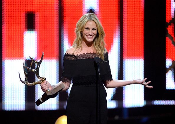 Smiling「Spike TV's 10th Annual Guys Choice Awards - Show」:写真・画像(14)[壁紙.com]