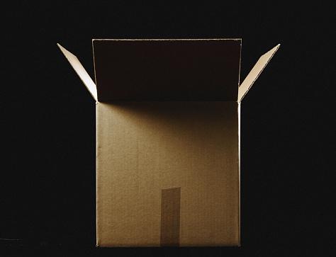 Mystery「Open cardboard box」:スマホ壁紙(13)