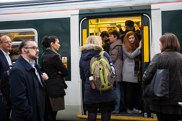 South Coast Commuters Travel In To London On The Second Three-Day Southern Rail Strike:ニュース(壁紙.com)