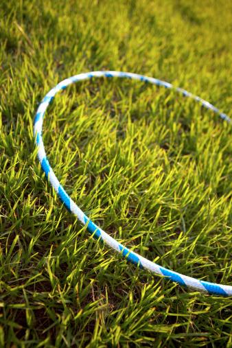 Plastic Hoop「Hula hoop in grass」:スマホ壁紙(17)