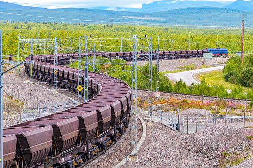 Steelmaking「Loaded iron ore train in Arctic Circle extreme terrain hauled by electric locomotives」:スマホ壁紙(13)