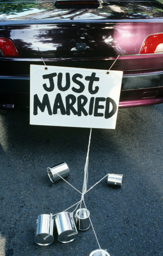 Married「Just Married sign on back of car」:スマホ壁紙(9)