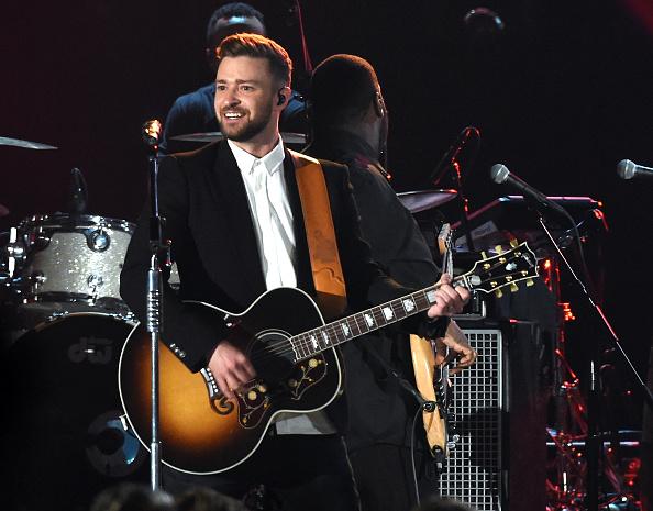 パフォーマンス「49th Annual CMA Awards - Show」:写真・画像(11)[壁紙.com]