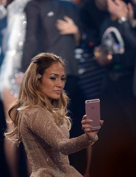 "Alternative Pose「FOX's ""American Idol"" Finale For The Farewell Season - Show」:写真・画像(10)[壁紙.com]"