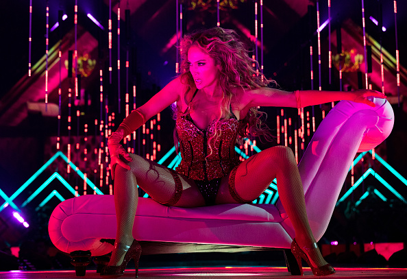 ジェニファー・ロペス「2018 DIRECTV NOW Super Saturday Night Concert In Minneapolis - Jennifer Lopez Performance」:写真・画像(17)[壁紙.com]