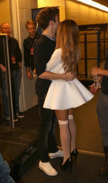 Ariana Grande「106.1 KISS FM's Jingle Ball 2013 - Backstage」:写真・画像(6)[壁紙.com]
