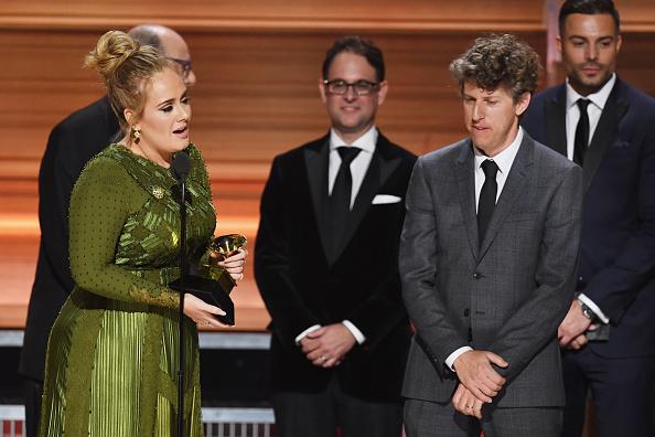 歌手 アデル「59th GRAMMY Awards -  Show」:写真・画像(9)[壁紙.com]