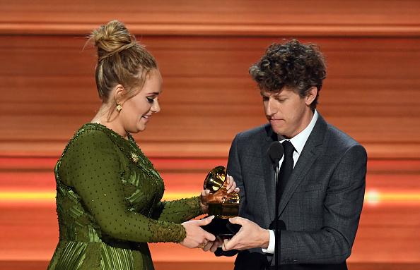 歌手 アデル「59th GRAMMY Awards -  Show」:写真・画像(10)[壁紙.com]