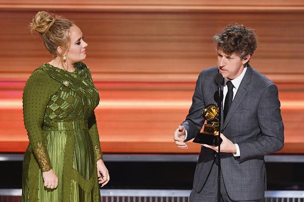 歌手 アデル「59th GRAMMY Awards -  Show」:写真・画像(8)[壁紙.com]