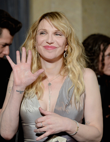 Courtney Love「2016 Pre-GRAMMY Gala And Salute to Industry Icons Honoring Irving Azoff - Arrivals」:写真・画像(10)[壁紙.com]