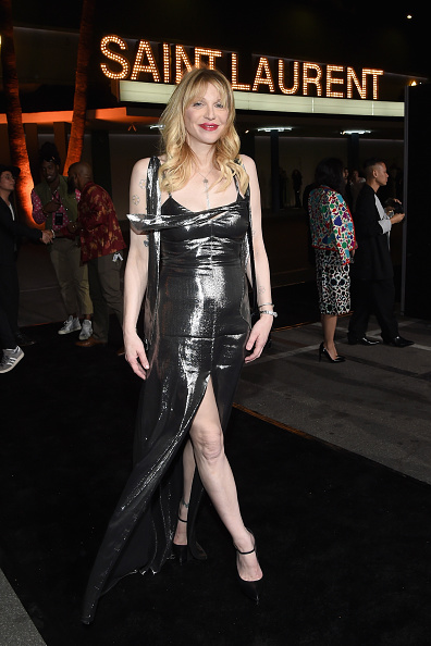 Metallic Dress「SAINT LAURENT At The Palladium - Red Carpet」:写真・画像(6)[壁紙.com]