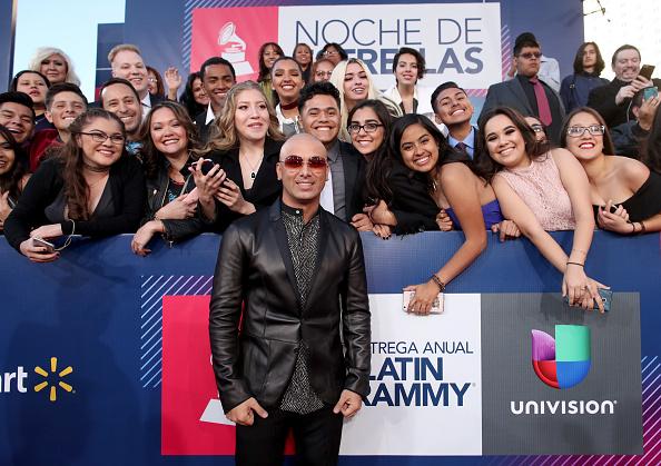 T 「The 17th Annual Latin Grammy Awards - Red Carpet」:写真・画像(7)[壁紙.com]
