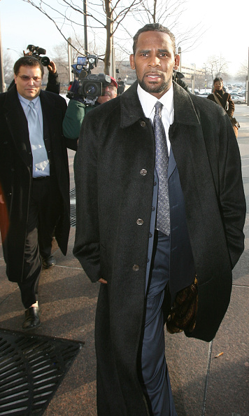 Legal Trial「R. Kelly Arrives In Court For Child Pornography」:写真・画像(15)[壁紙.com]