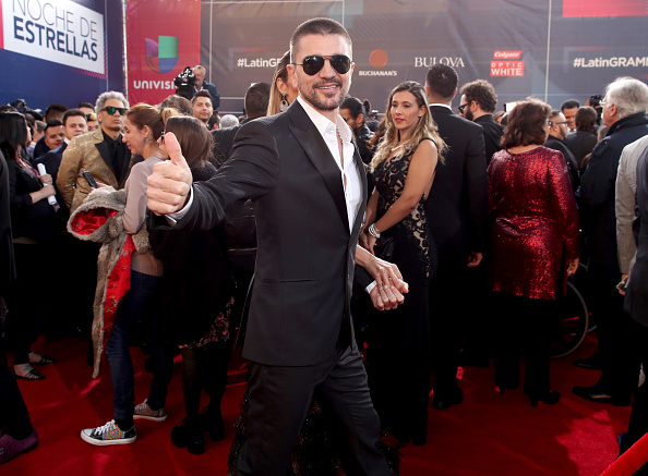 T 「The 17th Annual Latin Grammy Awards - Red Carpet」:写真・画像(13)[壁紙.com]