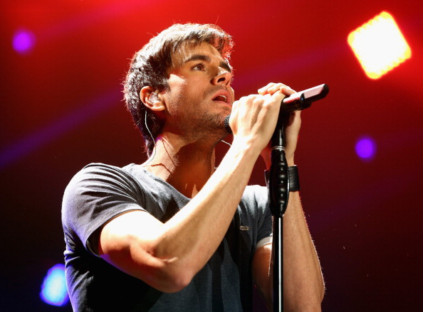 Enrique Iglesias - Singer「KIIS FM's Jingle Ball 2013 Presented By T-Mobile In Partnership With Samsung - Show」:写真・画像(7)[壁紙.com]