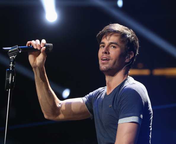 Enrique Iglesias - Singer「KIIS FM's Jingle Ball 2013 Presented By T-Mobile In Partnership With Samsung - Show」:写真・画像(2)[壁紙.com]
