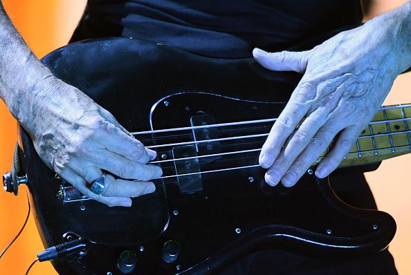 エレキギター「Roger Waters In Concert At T-Mobile Arena In Las Vegas」:写真・画像(16)[壁紙.com]