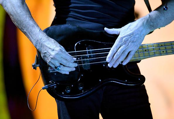 エレキギター「Roger Waters In Concert At T-Mobile Arena In Las Vegas」:写真・画像(15)[壁紙.com]