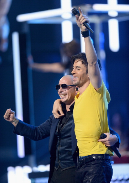 Enrique Iglesias - Singer「The 14th Annual Latin GRAMMY Awards - Show」:写真・画像(4)[壁紙.com]