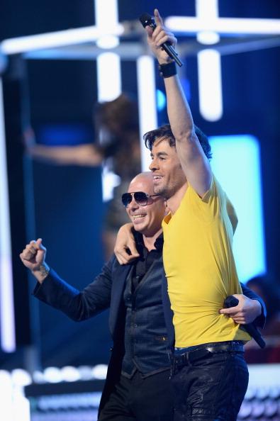 Enrique Iglesias - Singer「The 14th Annual Latin GRAMMY Awards - Show」:写真・画像(14)[壁紙.com]