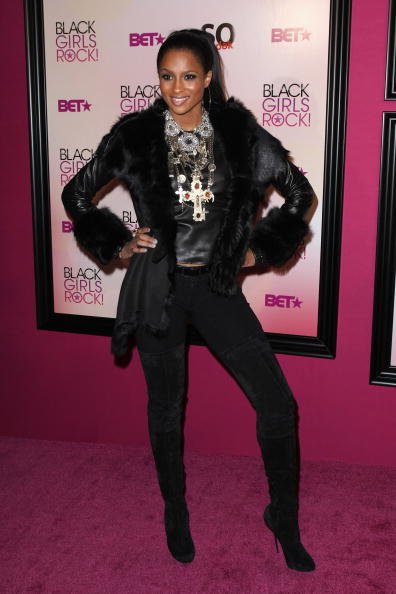 Suede「5th Annual Black Girls Rock! Awards - Arrivals」:写真・画像(19)[壁紙.com]