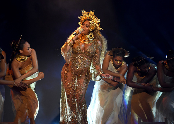 パフォーマンス「59th GRAMMY Awards -  Show」:写真・画像(16)[壁紙.com]
