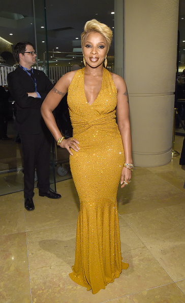 Yellow Dress「Pre-GRAMMY Gala And Salute To Industry Icons Presented By Clive Davis And The Recording Academy Honoring Martin Bandier - Red Carpet」:写真・画像(15)[壁紙.com]