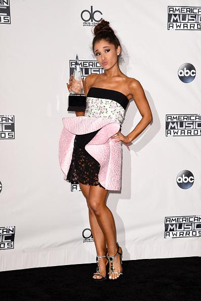 Ariana Grande「2015 American Music Awards - Press Room」:写真・画像(7)[壁紙.com]