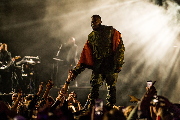 Kanye West - Musician「DirecTV Super Saturday Night Hosted By Mark Cuban's AXS TV And Pro Football Hall Of Famer Michael Strahan - Show」:写真・画像(16)[壁紙.com]