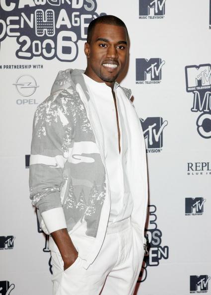 Kanye West - Musician「Arrivals At The MTV Europe Music Awards 2006」:写真・画像(16)[壁紙.com]