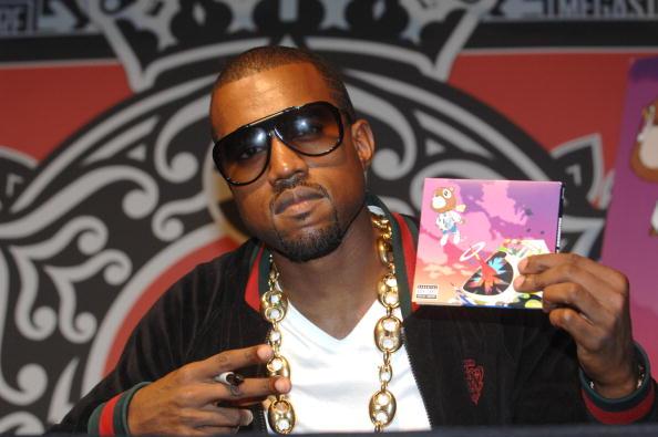 Kanye West - Musician「Kanye West Celebrates His New CD At Virgin Megastore」:写真・画像(3)[壁紙.com]